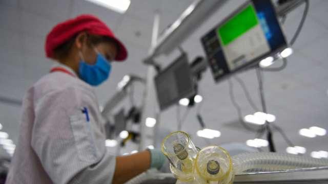 印、越兩國疫情加劇 經濟學家:供應鏈將重返中國 (圖:AFP)