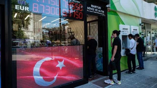 土耳其央行1名副總裁遭撤換 里拉兌美元未受影響(圖:AFP)