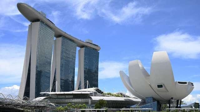 李顯龍與菅義偉熱線對談 新加坡承諾全面解除日本食品進口管制 (圖片:AFP)