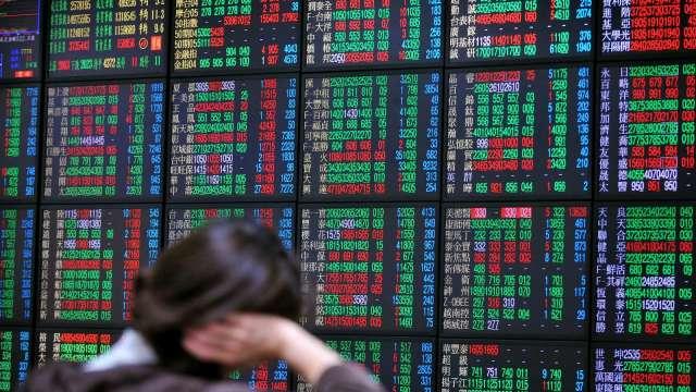 運輸股成交比重逾3成 台股翻紅漲48點收16643點收復月線。(圖:AFP)