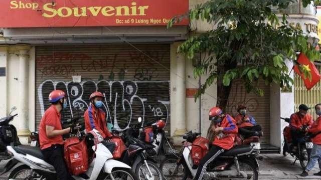 越南為維持工業區供應鏈運作,八企業最快周五有條件復工。(圖:AFP)