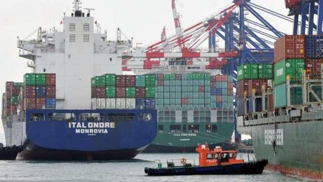 運價漲!亞歐貨櫃航線費率首度突破1萬美元 (圖:AFP)