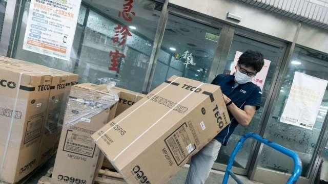 東元捐贈篩檢站百台移動式空調。(圖:東元提供)