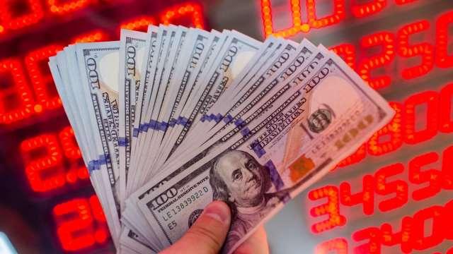熱錢回流 台幣升勢壯收27.767元創24年新高。(圖:AFP)