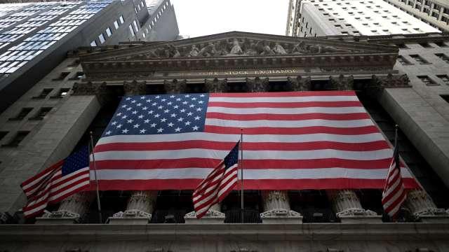 縮減購債加大市場波動 宜採股債配置避風險。(圖:AFP)