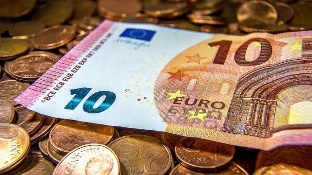 投機者加碼看漲黃金 增加歐元、英鎊淨多單(圖:AFP)