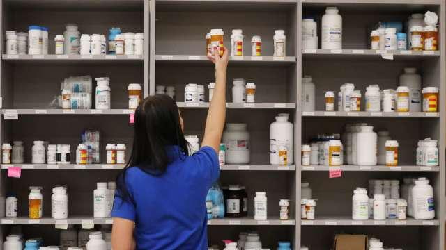 愛滋病新藥出貨力道轉強 中裕前5月營收年減幅續收斂。(圖:AFP)