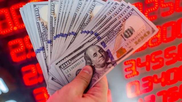 熱錢兵臨城下央行急出手 台幣強升變小升續創逾24年新高。(圖:AFP)