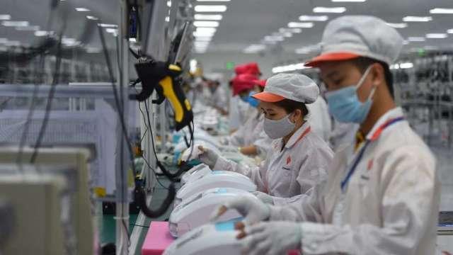 不因疫情升溫受到打擊 越南股市今年已漲逾20%(圖:AFP)