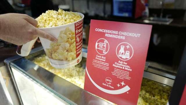 AMC盤中飆90%觸發熔斷 股東享免費爆米花。(圖片:AFP)