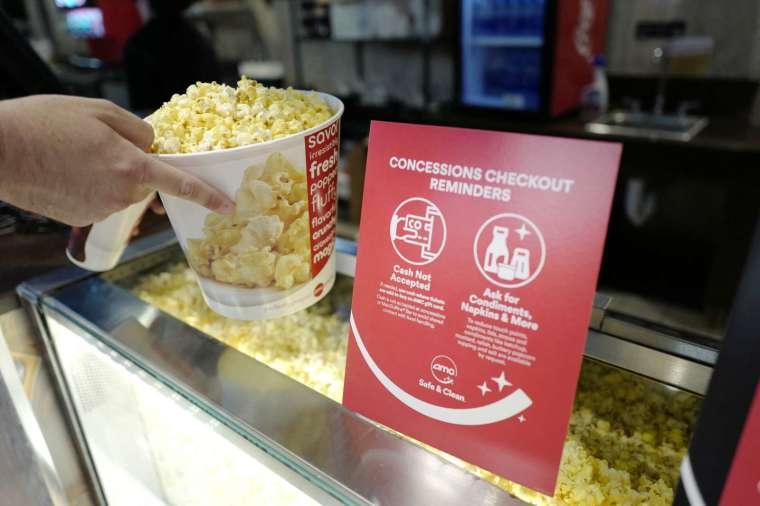 AMC 以免費爆米花獎勵散戶投資者 (圖片:AFP)