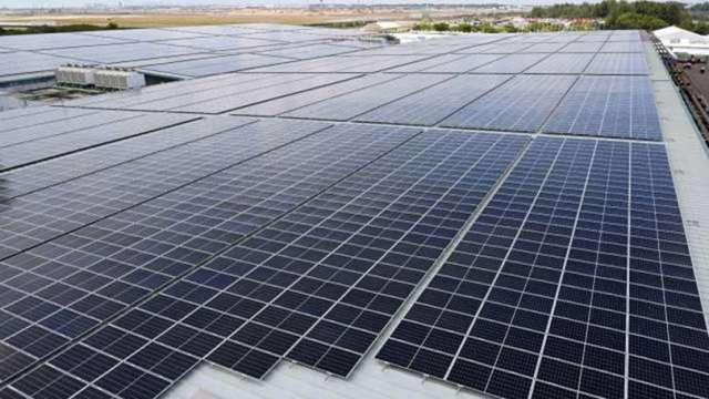 中國太陽能巨頭呼籲:多晶矽廠需擴大投資 (圖片:AFP)