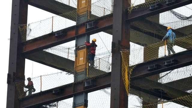 自營作業者、無一定雇主勞工最高補助3萬元 估185萬人受惠。(圖:AFP)