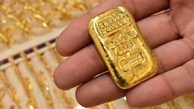 〈貴金屬盤後〉小非農亮眼 美元走強 黃金挫至2週多最低點 (圖片:AFP)