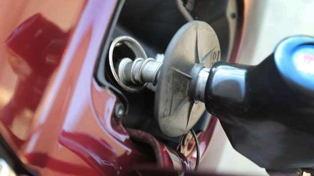 國內汽、柴油價 明起齊漲0.2元。(圖:AFP)