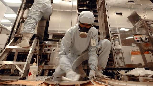科技廠移工群聚恐有未爆彈 陸行之:應擴大快篩。(圖:AFP)
