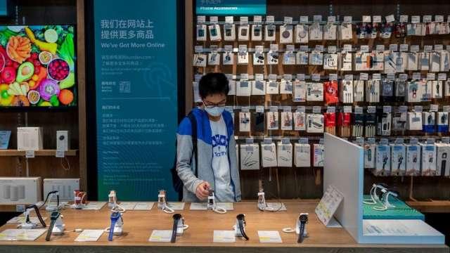 高盛:中國智慧手機出貨量下半年有望反彈 看好半導體股(圖:AFP)