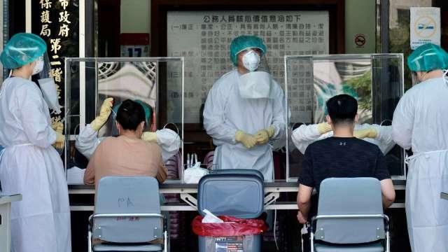 苗栗3電子廠累計233例確診 勞動部將補助移工隔離費用。(圖:AFP)