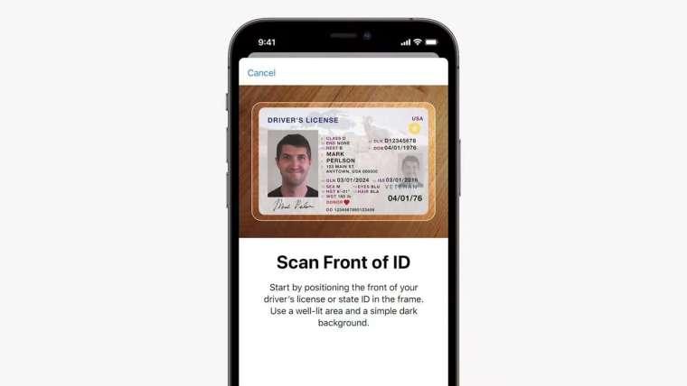 Wallet 做為數位身分證認證使用,並用於海關通關 (圖片:蘋果)