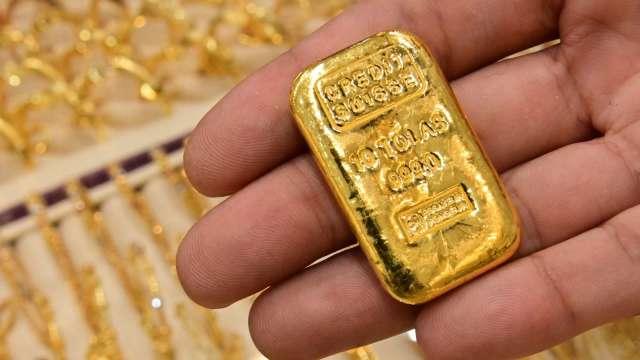 〈貴金屬盤後〉黃金連漲2日 仍在關鍵1900美元以下 但電子盤收復 (圖片:AFP)