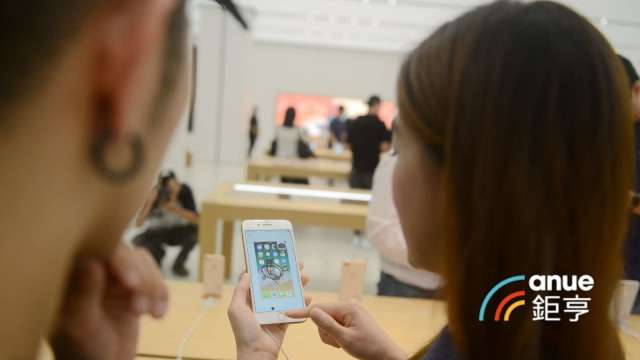 郭明錤:玉晶光下半年將因取得更多的蘋果及VR鏡頭訂單推升業績年成長。(鉅亨網記者張欽發攝)