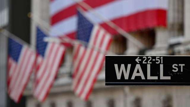 十年期美債殖利率回落至1.55% 美股期貨漲跌不一(圖片:AFP)