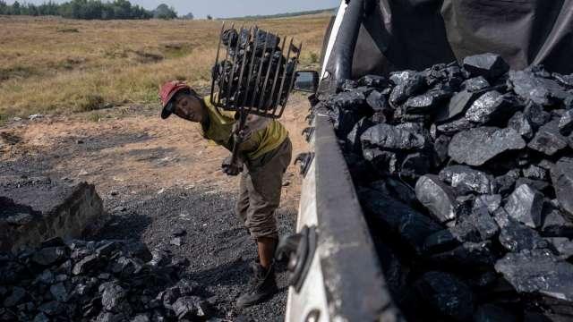 中國煤價漲不停 傳將祭出價格管制(圖片:AFP)