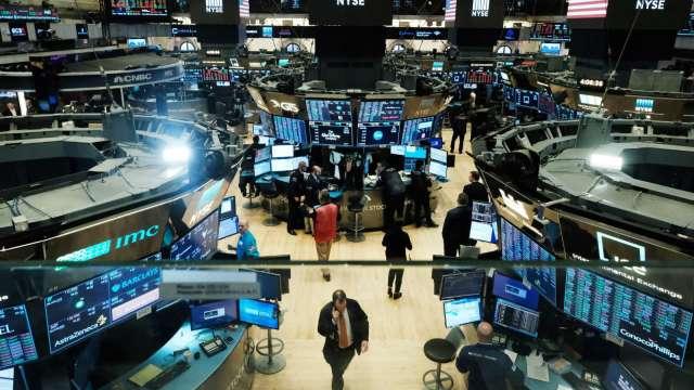 〈美股盤後〉美股尾盤翻黑 迷因股Aethlon Medical噴漲逾388% (圖片:AFP)