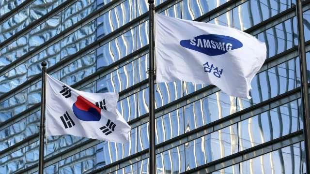 傳南韓當局考慮讓關鍵晶片業員工優先接種疫苗。(圖:AFP)