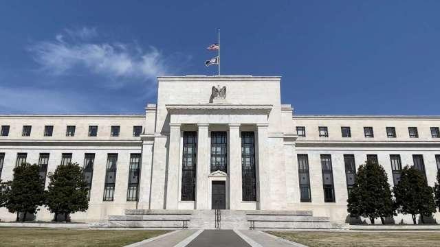 Fed資產負債表突破8兆美元 疫情爆發至今擴增約一倍 (圖:AFP)