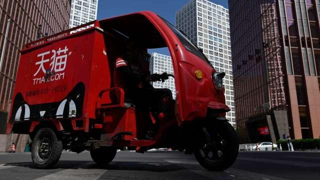 阿里巴巴在校園測試無人物流卡車 明年目標1000輛上路(圖片:AFP)
