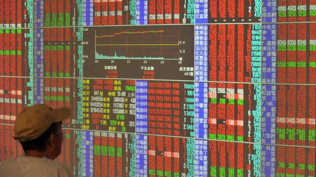 疫情若降溫股市將再起 留意原物料上漲對企業造成的營運壓力。(圖:AFP)