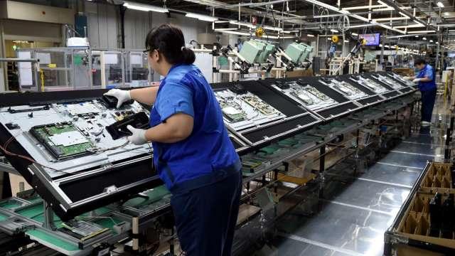 下半年筆電面板需求維持高檔,全年可望出貨2.73億片、年增19%。(圖:AFP)