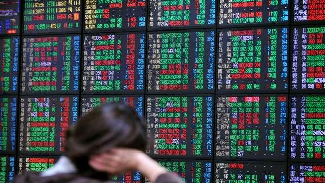 台股站上17200點 三大法人土洋對作買超99億元。(圖:AFP)