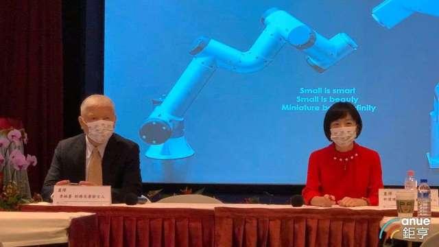 左起為直得財務長李柏蒼、董事長特別助理暨代理發言人許澄璞。(鉅亨網資料照)