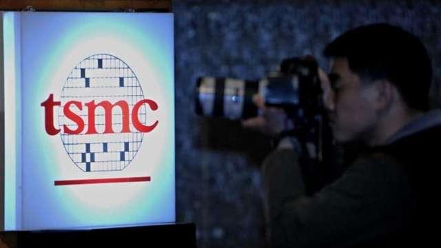 日經:台積電考慮赴美設海外首座晶片封裝廠 採3D堆疊技術 (圖:AFP)