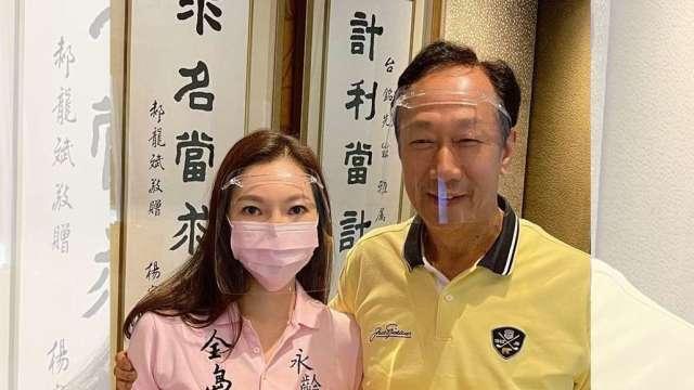 曾馨瑩發文透露郭台銘連夢話都在講疫苗。(圖:郭台銘辦公室提供)