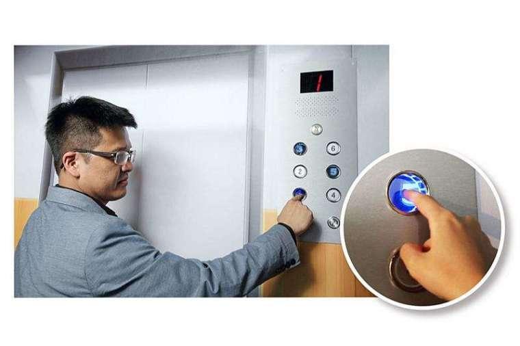 工研院瞄準防疫需求,打造「防疫浮空立體互動系統」,不會觸碰實體按鍵,即可啟動樓層按鍵。