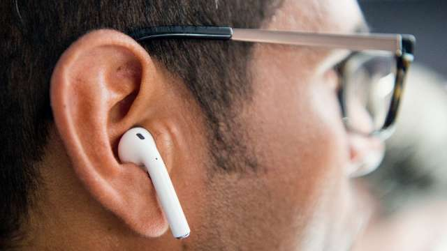 TWS (真無線藍牙) 耳機近年需求大爆發。(圖:AFP)