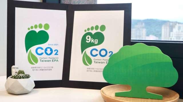 國泰世華銀首家以個人無擔保貸款服務 獲減碳雙認證。(圖:國泰世華銀行提供)