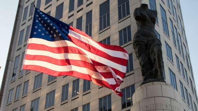 CNBC:美國8州本周提前退出聯邦失業救濟 估逾40萬人受影響 (圖:AFP)