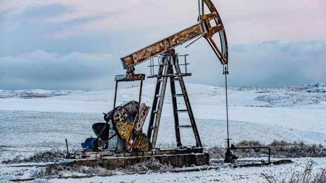 〈能源盤後〉美庫存降逾700萬桶 連4週下降 抵消Fed消息衝擊 原油小漲 (圖片:AFP)