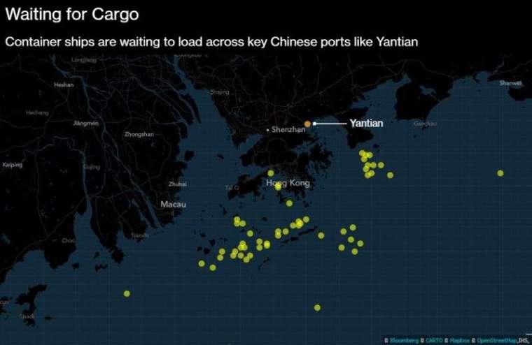 鹽田港外等待的貨輪 (圖: Bloomberg)