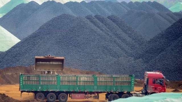 多空論戰!中國政策反覆 鐵礦砂淪全球波動商品 (圖:AFP)