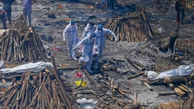 疫苗荒持續 全球新冠肺炎死亡人數突破400 萬人(圖片:AFP)