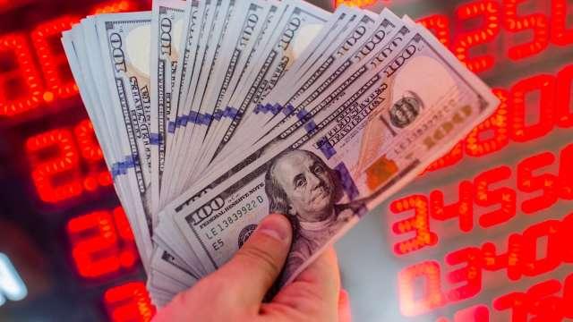 美元強升熱錢出走 台幣連4貶失守27.8元。(圖:AFP)
