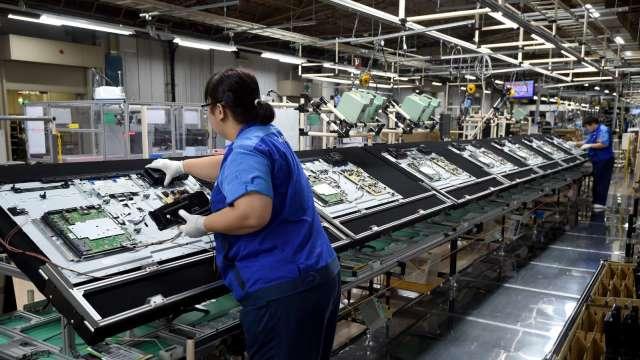 京東方2023年全球LCD產能市占將達逾3成,擠壓台廠空間。(圖:AFP)