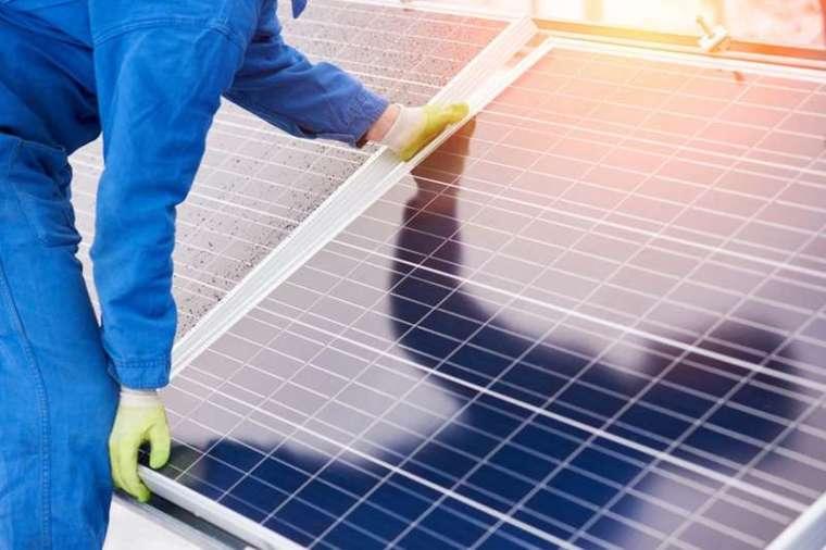 日本的「2050 綠色成長策略」鎖定發展節能半導體、次世代太陽能、電動車及蓄電池等技術,也屬於臺灣具競爭力的項目。