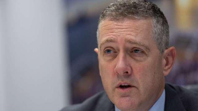 鷹王突襲!Fed布拉德預測2022年末將首次升息。(圖片:AFP)