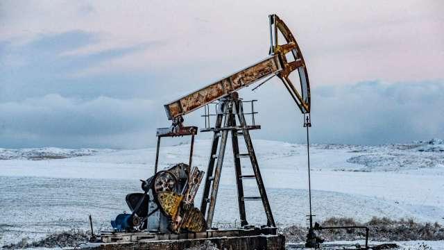 〈能源盤後〉市場摸清Fed想法 全球石油庫存收緊前景未變 原油收復失土 連4週收高 (圖片:AFP)